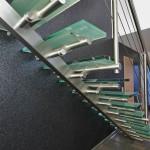 escalier design inox droit avec poutre centrale rectangulaire et marches en verre opale à 59000 Lille Nord EDI008