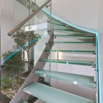Escalier design inox avec marches en verre opales EDI54