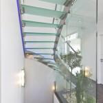 Escalier design à limon extérieur un quart tournant balancé et paroies de protection en verre EDI53