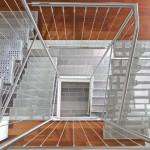 Escalier contemporain inox avec limon central et marches en tôles perforées inox à Luxembourg EDI021