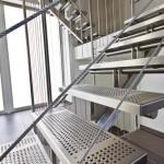 escalier moderne avec marches inox en tôles perforées EDI022