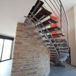 Escalier contemporain circulaire à limon central en inox avec marches en chêne à Reims 51000 EDI46
