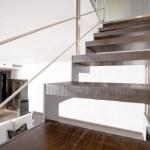 escalier-design-en-acier-marche-chene-brut-01