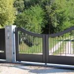 Lignes sobres pour ce portail de style contemporain