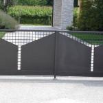 Formes géométriques sur portail en tôle acier
