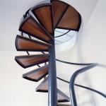 escalier-colimacon-acier-bois-design-minimaliste-loft