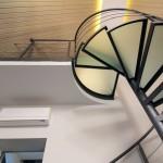 escalier-colimacon-design-minimaliste-marche-en-verre