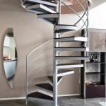 escalier-colimacon-en-acier-et-marche-bois