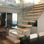escalier-design-paroi-verre-et-marche-flotante-en-bois EDI70
