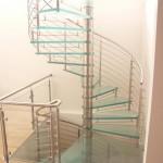 Escalier tournant en inox et marches en verre translucides et garde corps inox à Nice 06 EDI34