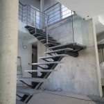 Escalier industriel Loft en acier et marche en pierre EC12