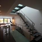 Escalier droit en métal limon central EC06