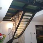 escalier sur-mesure contemporain avec passerelle et marche en verre 34000 Montpellier EC32