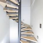 escalier tournant poutre centrale en acier marche bois EC20