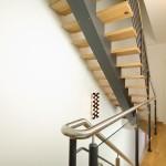 escalier à poutre central thermolaqué marche en bois EC36