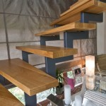 détail d'escalier marche en chêne poutre métal EC39