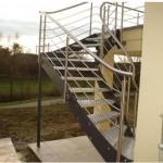 escalier exterieur en métal et marches caillebotis et garde corps inox EC42