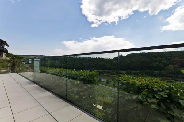 Garde-corps et escaliers en verre de qualité – Metz, Moselle