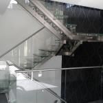Escalier contemporain double limons inox marche et garde corps en verre EDI010 à Woippy en Moselle EDI018