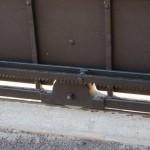 Du fer massif 40x40 même pour la traverse basse du portail coulissant ainsi que la cage à roulette.  Même la crémaillère est thermolaquée.
