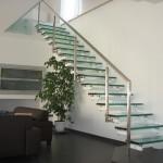 Escalier flottant marche en verre EC09