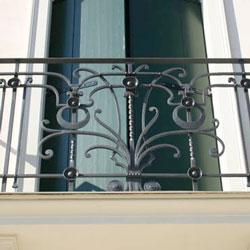 Balcon en fer forgé de style classique