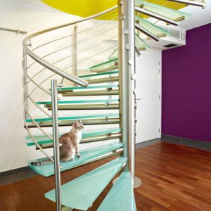 Escalier en colimaçon avec fût central inox