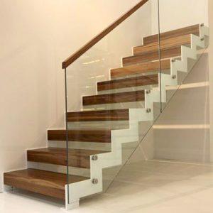 Escalier sur-mesure acier avec marches bois