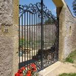 Style classique pour ce beau portail en fer forgé