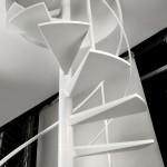 Escalier en colimaçon réalisé en métal thermolaqué blanc