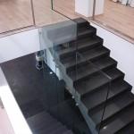 Escaliers design avec parois de verre