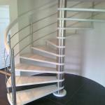 Escalier colimaçon à fût centrale inox et marche en chêne peint à 55000 Verdun EDI015