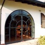 Travail de ferronnerie d'art sur baie vitrée