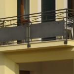 Balcons de style moderne avec tôles en acier