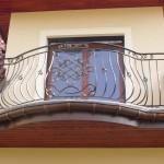 Balcon aux formes arrondies en fer forgé