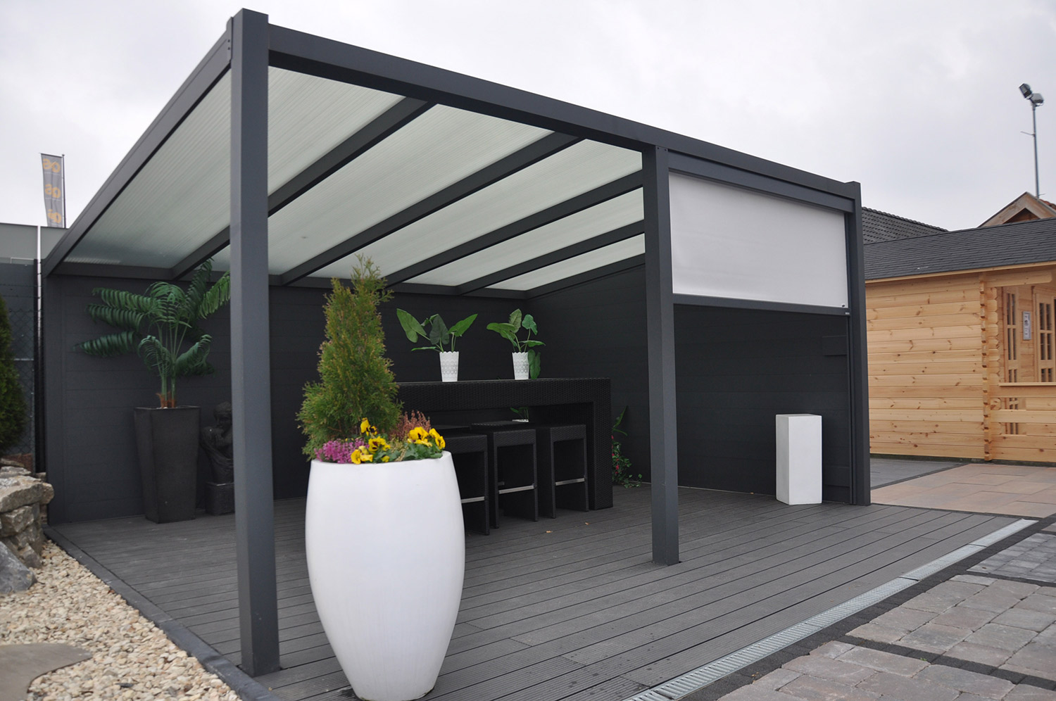 protections solaires pour pergolas et v randas avec stores ou voiles d 39 ombrage. Black Bedroom Furniture Sets. Home Design Ideas