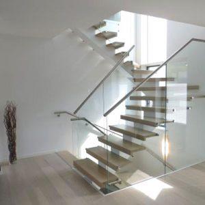 Escalier sur-mesure avec limon central