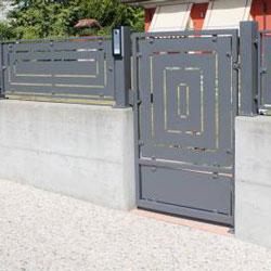 fermetures extérieures : portillon en acier, style contemporain