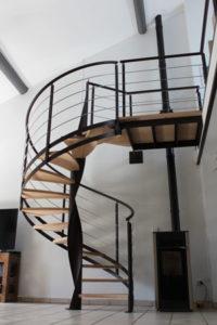 escalier hélicoïdal, marches bois, structure acier