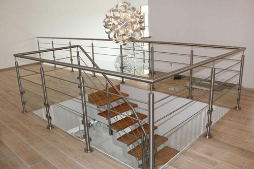 escalier demi-tournant en bois et inox