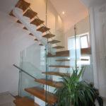 escalier avec garde-corps verre