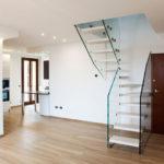 escalier quart tournant avec garde-corps en verre