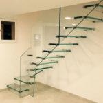escalier tout en verre avec fixations en inox